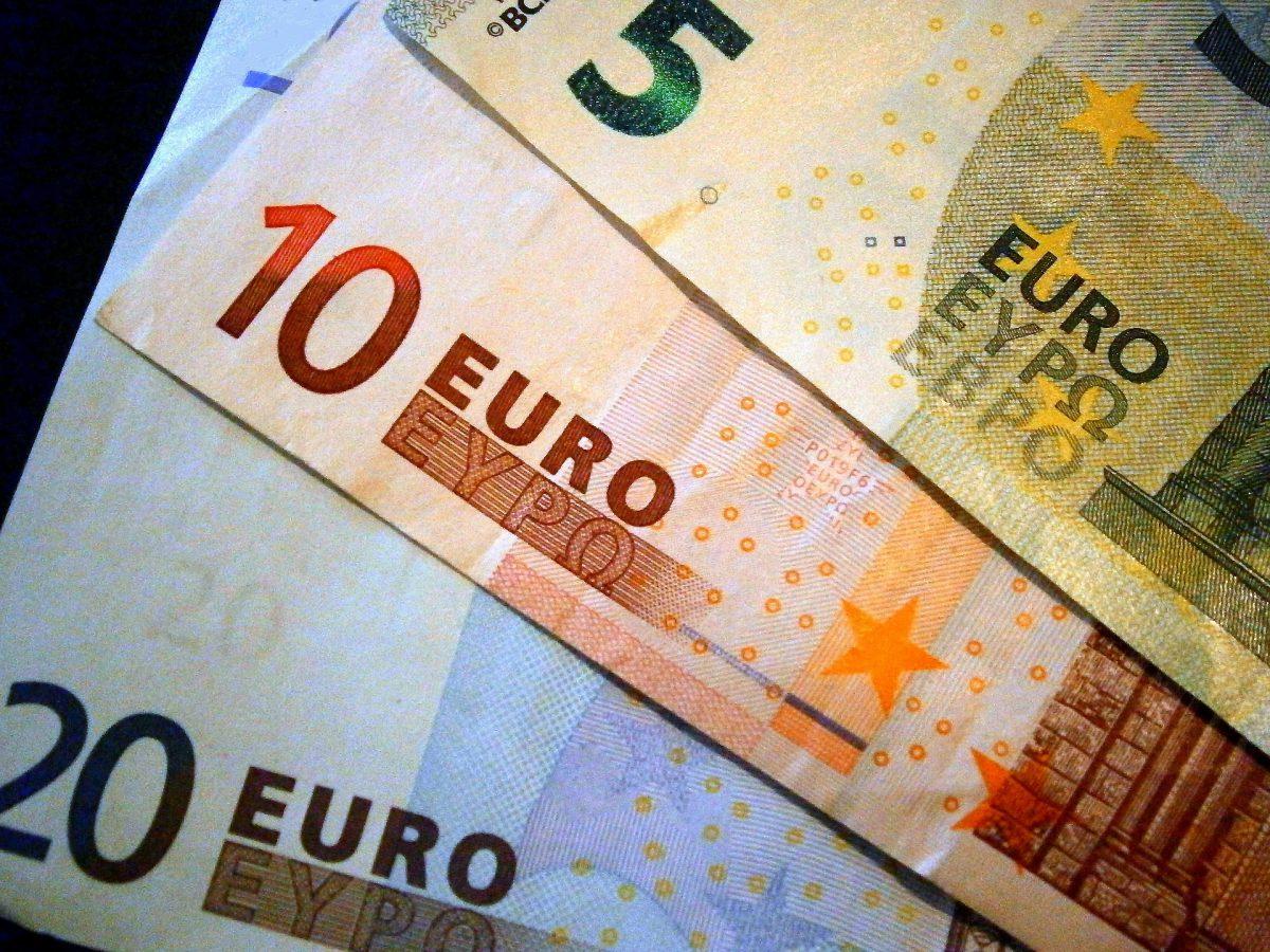 money-209738_1920